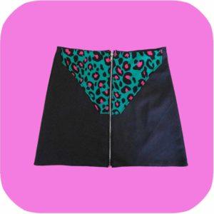 falda negra con bolsillo de animal print de leopardo verde