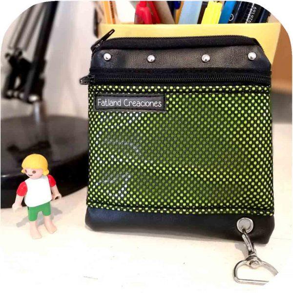cartera pequeña con elástico para tarjetas y gancho para llaves