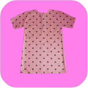 vestido rosa con estampado de rayos