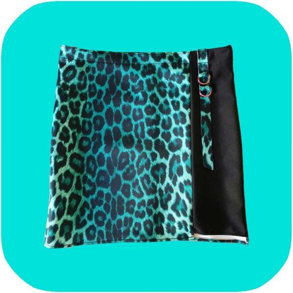 falda de leopardo verde