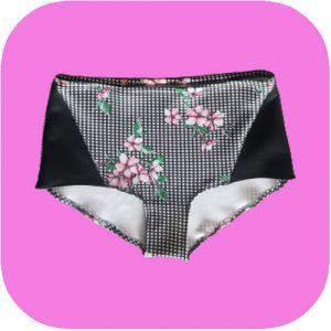braga de bikini negra con detalle en estampado de flores